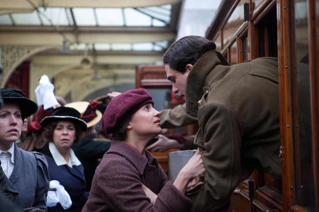 Alicia Vikander and Kit Harington say goodbye in Testament of Youth