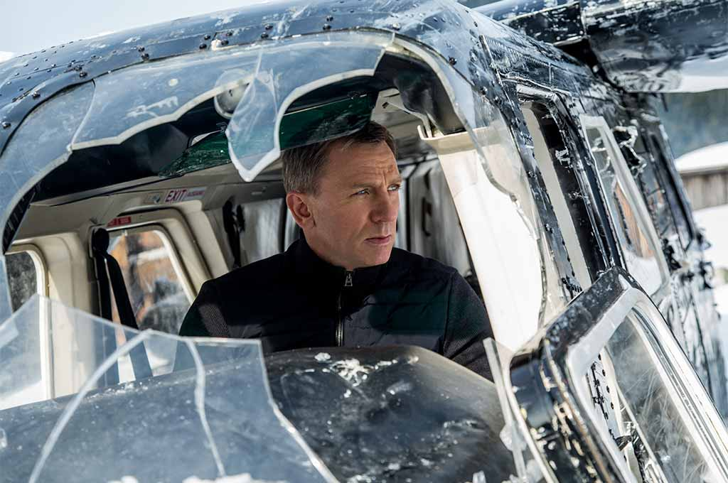 Daniel Craig, as James Bond, ponders his next move in Specre